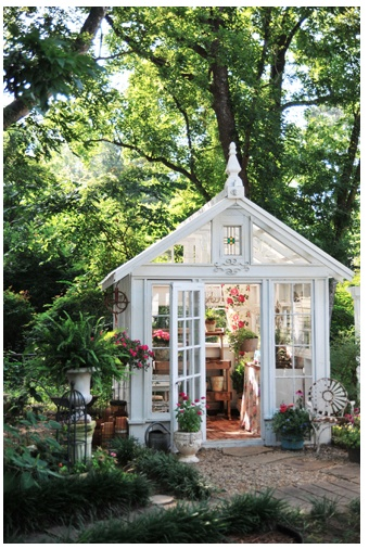 lovely styled Greenhouse, just needs to be BIGGER
