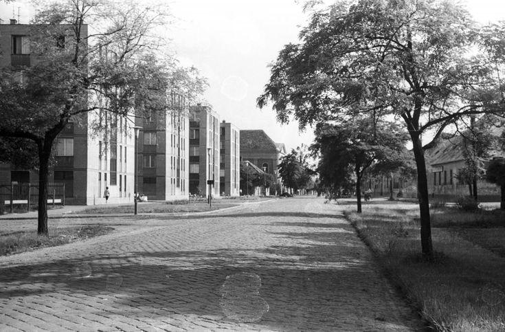 Kálvári utca, balra a Hunyadi utca torkola.