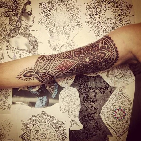 40 perfect mandala tattoo designs mandala tattoos pinterest tattoo ideen tattoo muster. Black Bedroom Furniture Sets. Home Design Ideas