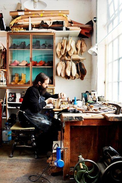 Fotógrafo e escritor, Selby desvenda o processo criativo da indústria da moda em livro bem interessante. Confira algumas fotos!