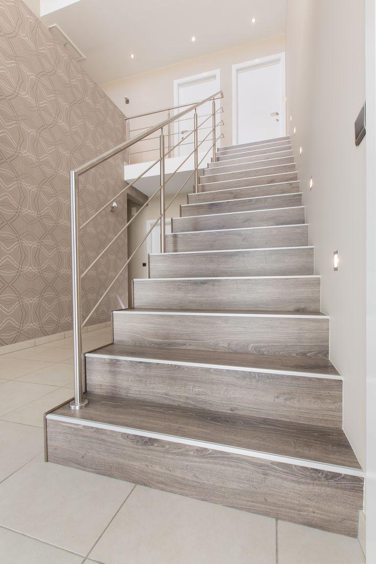 Deze trap is compleet gerenoveerd naar een Blocktrap met balustrade, verlichting en safety-profile.
