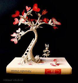 Malena Valcárcel original Art: Libro Intervenido - El árbol del Amor / Altered Book - The Tree of Love.