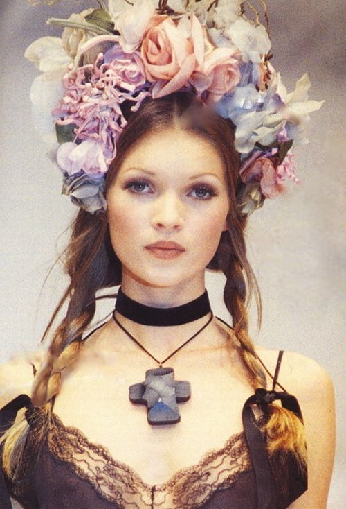 Young Kate Moss looks amazing here, love the floral headband x