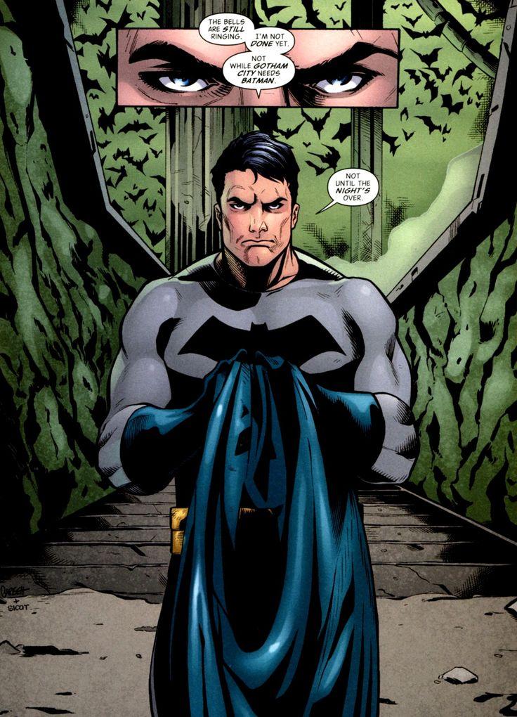 Batman se esconde tras la imagen de Bruno Díaz, un joven empresario, millonario y soltero que perdió a sus padres a manos de un criminal cuando era chico.