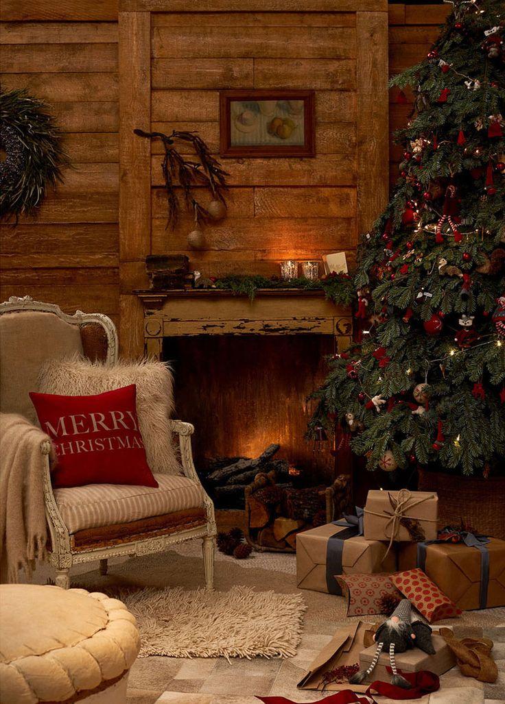 """Il Natale CountryChic di Zara Home Rosso, oro e argento i colori predominanti di Holiday Evening, lacollezione natalizia piùtradizionale e """"calda"""" tra quelle proposte daZara Home per le prossime festività. Dagliaddobbi per l'albero alleghirlande per il camino, dalle tovaglie al"""