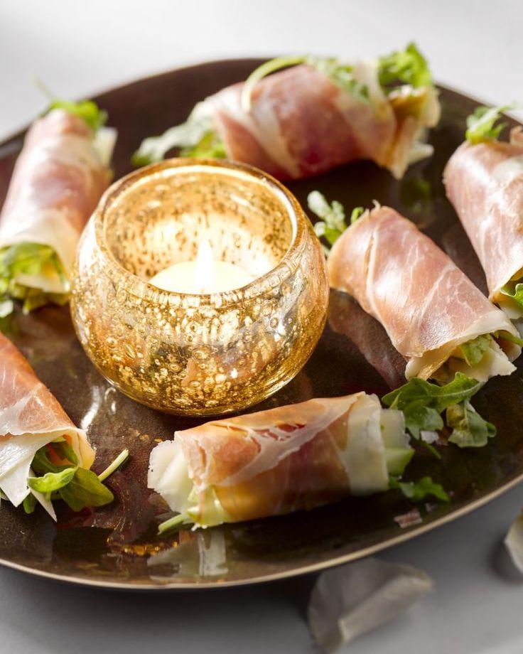 Rolletjes van prosciutto zijn makkelijk voor te bereiden. Vul ze met peer, rucola en parmezaan en je hebt een heerlijk hapje. Ideaal voor gasten te ontvangen. #15gram