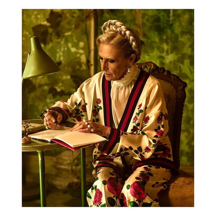 On set for #RomanRhapsody —a free and varied composition that melds together—writer, journalist and screenwriter Barbara Alberti, in flower-embellished pajama-style cardigan and pants from #GucciCruise18 by #AlessandroMichele.