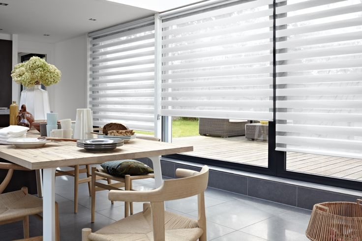 Verrassend veel privacy, sfeer en controle over het daglicht. Luxaflex® Twist™ Rolgordijnen bieden de ideale balans tussen decoratie en functionaliteit.