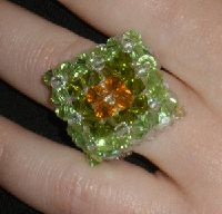 Ampliamos productos en el blog con fantásticos anillos hechos a mano. Son de abalorios y de cristales de Swarovski. Anillos únicos, el...
