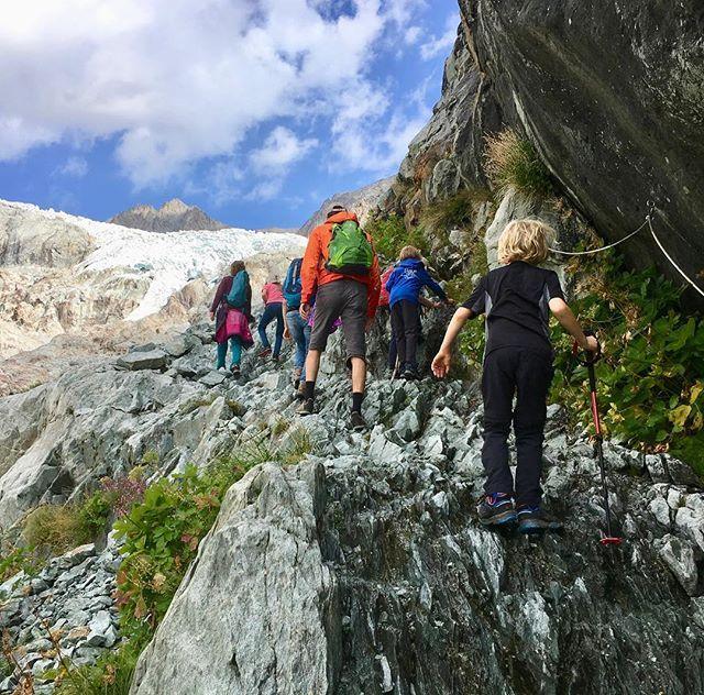 Mit dem Wohnmobil zu den Gletschern: Ailefroide in den französischen Alpen ist das ideale Ziel für die ganze Familie: Klettern Wandern Hochtouren ein naturnaher Campingplatz was will man mehr? Jetzt im Blog auf mehr-berge.de. Link in der Bio.