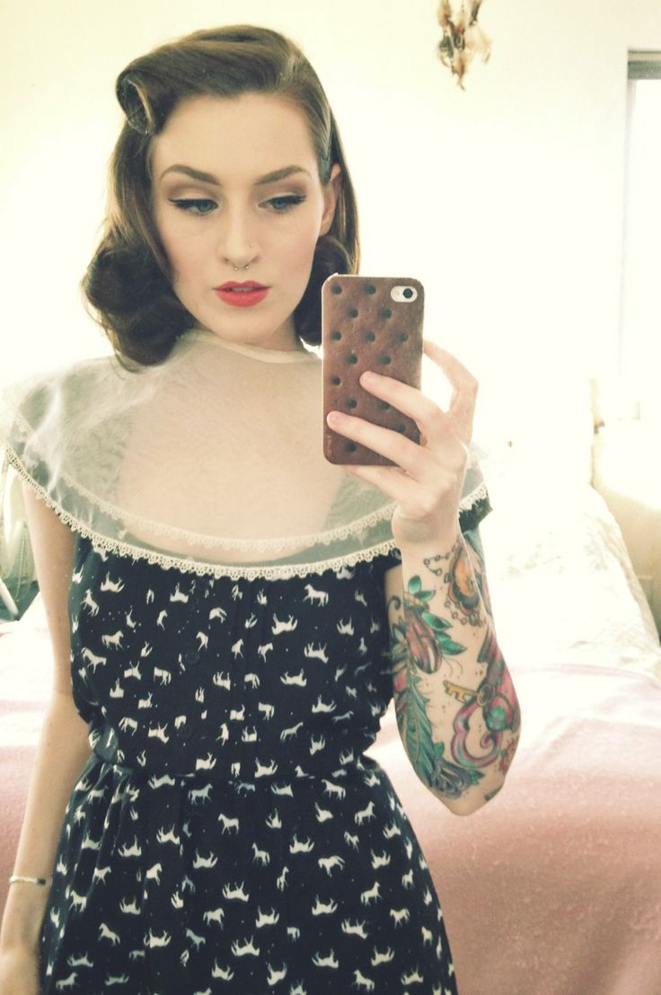 Vintage hair style. Must try.