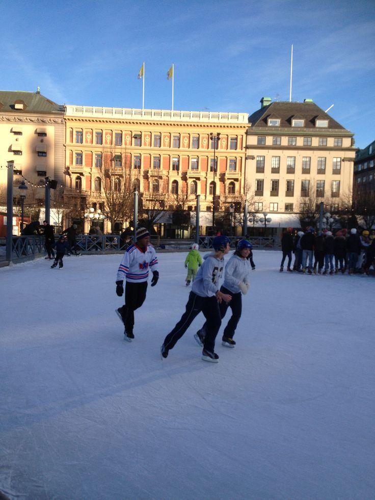 Stockholm : sur lea place gelée, une partie de hockey