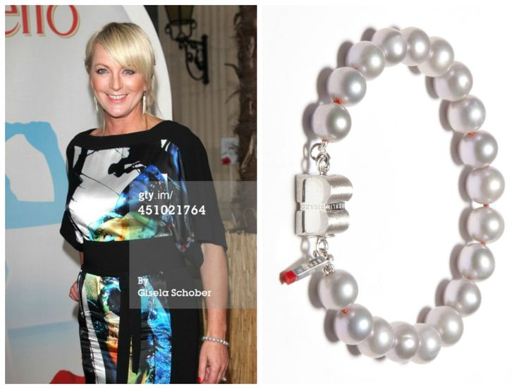 Ulla Kock am Brink is wearing a PURE Grey Pearls bracelet from BISAZO (http://www.cliccessory.com/en/collections/bisazo/pure/pure-graue-perlen.html).