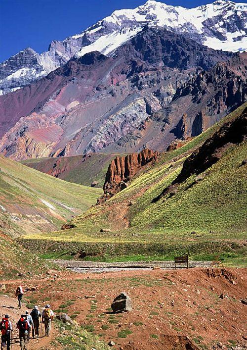 Aquellas turistas hacen en un excursión en Mendoza, Argentina. Es muy divertido.