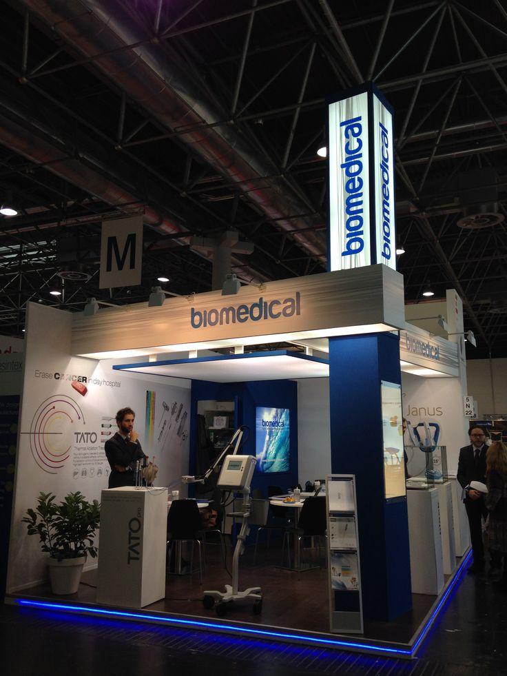 MEDICA - Messe Düsseldorf. BIOMEDICAL. Ricerca, analisi, promozione e comunicazione. Progettazione e realizzazione dell'allestimento dello stand. Photo by honegger