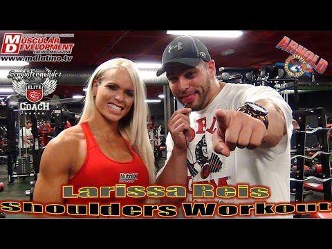 Larissa Reis entrena con Sergio Fernandez - Deltoides. Parte 1