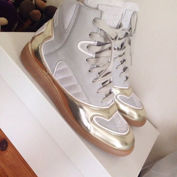 Maison Martin Margiela Sneakers Brand new authentic never been worn margiela sneakers, in a gorgeous gray/gold color way. Originally Purchased from netaporter. Sz 37 Maison Martin Margiela Shoes Sneakers