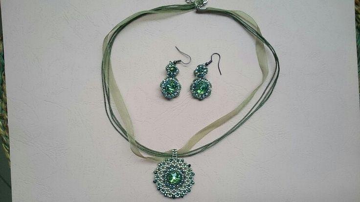 Pendant and earrings with rivoli and toho beads