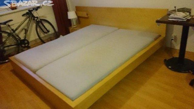 2200 прага с матрасем 180 на 200 Prodám rám postele MALM s mírně uvolněným - obrázek číslo 1