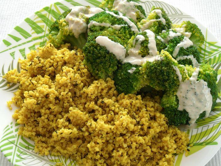 Herbivore's meals: Indyjska kasza jaglana z brokułem i sosem tahini
