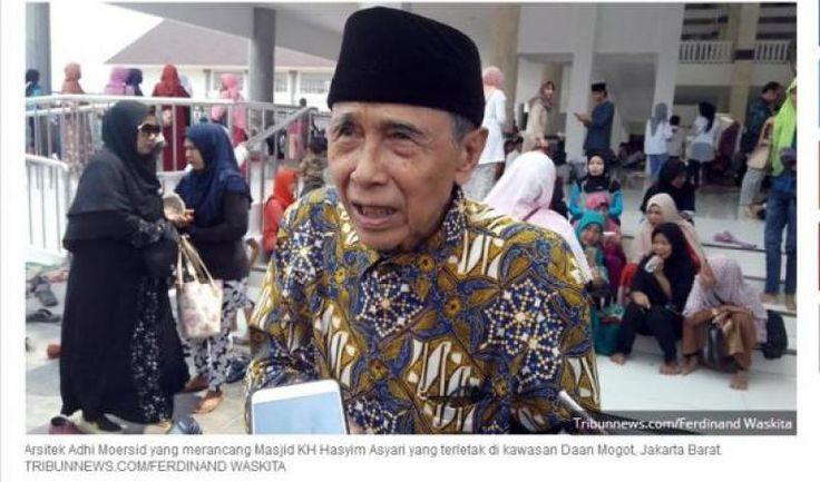 "Serupai Simbol Salib Adhi Moersid Sang Arsitek Masjid Hasyim Asy'ari Jawab ""Itu mah Hoax""  KONFRONTASI - Arsitek Adhi Moersid yang merancang Masjid KH Hasyim Asy'ari yang terletak di kawasan Daan Mogot Jakarta Barat membantah bahwa bangunan masjid itu menyerupai simbol salib.  ""Tidak ada sama sekali itu hoax"" kata Arsitek Adhi Moersid yang merancang Masjid KH Hasyim Asy'ari.  ""Saya justru berdoa kepada teman-teman yang keliru menafsirkan diampuni Tuhan"" kata Adhi di Masjid Hasyim Asy'ari…"