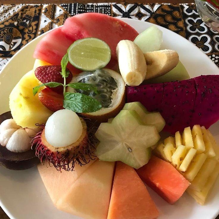 Unbelievable fresh fruit in Bali! For breakfast you can have pineapple, papaya, strawberry, cantaloupe, honeydew melon, star fruit, banana as well as passion fruit, rambutan, yellow watermelon, mangosteen and purple dragon fruit...and snake fruit. #dorothyyouarenotinkansas #bali #indonesia #fourseasons #freshfruit #exoticfruit #pasionfruit #dragonfruit #rambutan #mangosteen #snakefruit #travel #foodie #travelblog #foodblog #breakfast #breakfastfruit #travelfoodcool