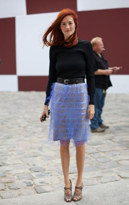 Street Style l Taylor Tomasi Hill: black sweater x lavender skirt x neutral heels