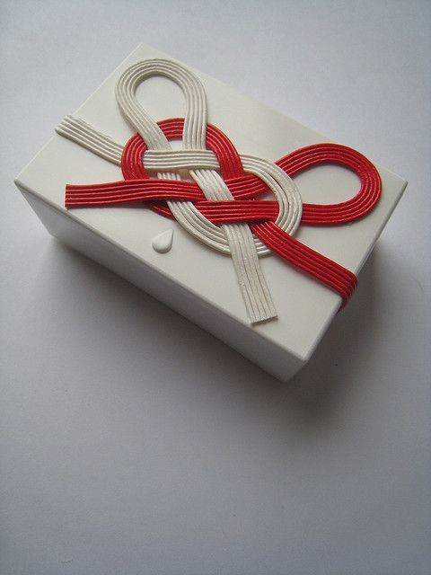 水引のMOOGiftBox ...red and white mizuhiki knot ...