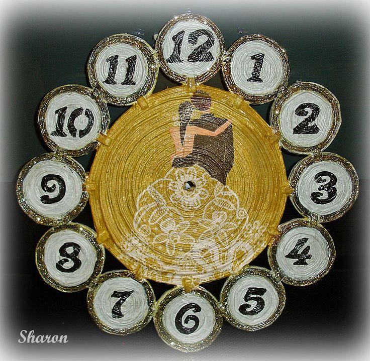 Las manualidades de Sharon: Regalo de novios : Reloj hecho con papel de periód...