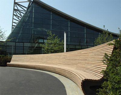 Flowbank: Hartes Holz Und Weiche Formen