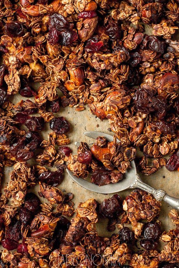 jadłonomia • roślinne przepisy: Domowa granola czekoladowa