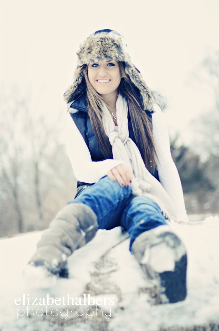 that hat = my girl    Winter senior picture ideas for girls. Winter senior pictures. Senior pictures girls winter. Winter senior photography.