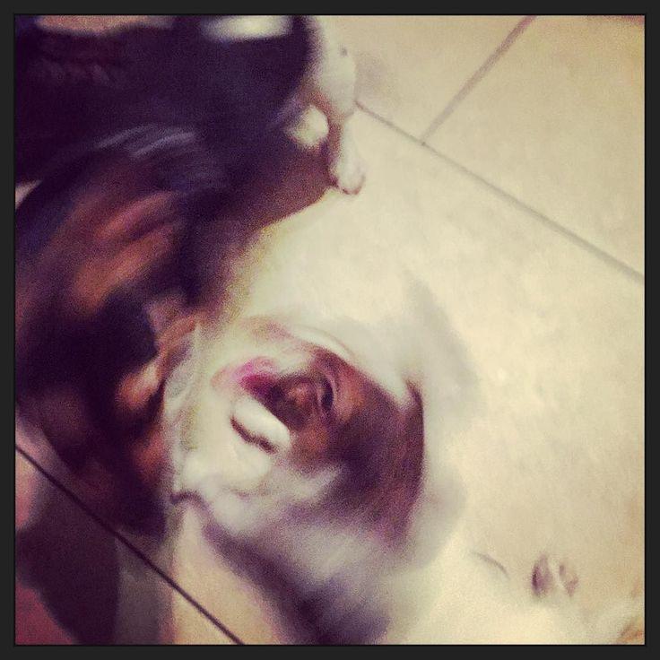 #puppyOwen heeft een nieuw vriendje gevonden om mee te spelen: Happy! Daar hebben we 3 weken geen kind aan... ;-)