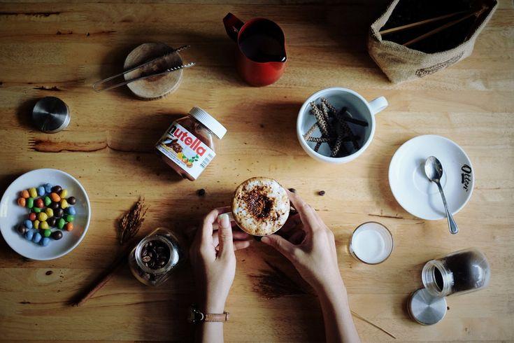 Karena sesekali, kita perlu menikmati hidup. Salah satunya dengan Nutella latte! BUAT para coffee snob, tolong minggirkan sebentar gengsinya. Lol. Setelah melewati hari yang berat dan melelahkan, sebenarnya tak ada salahnya jika kita menikmati secangkir kopi dengan rasa menenangkan seperti Nutella l…