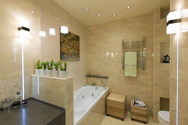 wohnideen badezimmer ohne fenster beige fliesen badewanne beleuchtung