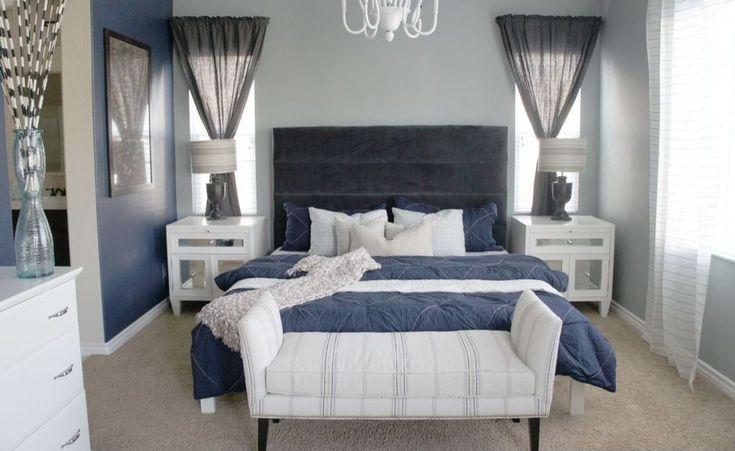 Schattierungen von blau, akzentuiert durch zwischengeschaltete weißen Armaturen machen diese weißen gerahmte Schlafzimmer elegant aussehen.