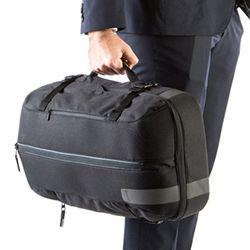 出張に旅先に、毎日の仕事に、生活に。このバッグひとつで自由に動きまわる。スーツやジャケットの収納にも対応し、ミニマルな発想でモノを持ち運ぶことを考え直しました。