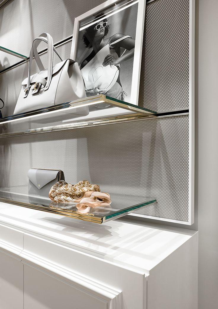 The #Delvaux boutique at the Galerie de la Reine in #Brussels #ブリュッセル #브뤼셀 #布鲁塞尔
