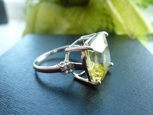 Zilveren ring met een Ouro Verde kwarts en witte topaas 7,36 ct