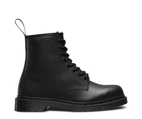 An original style, given a luxurious lift. Using a premium, Pebble leather on a classic 59' Last, the 3-Eye shoe echoes the utilitarian look of British Army footwear, which subsequently also inspired the early Gothic subculture. Still maintaining all the Dr. Martens iconic DNA with yellow Z Welt stitching and Goodyear welting for durability, this collection also boasts premium detailing, with blind eyelets, heel loop and a decadent leather lining. The bouncy Airwair sole is…
