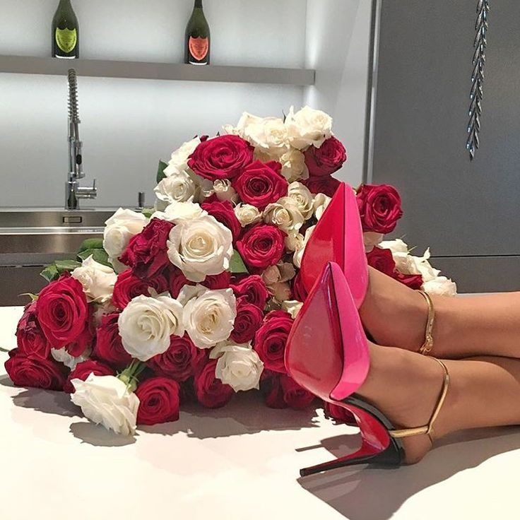 к ногам букет прекрасных роз фото мостик