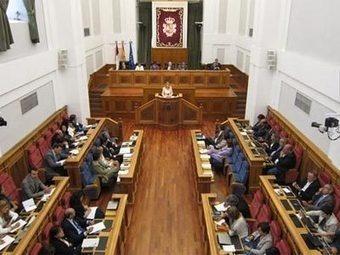 Tres diputados del PP de Cospedal se ponen otro sueldo público tras quitarse el de Las Cortes por ahorrar | Cuéntamelo España