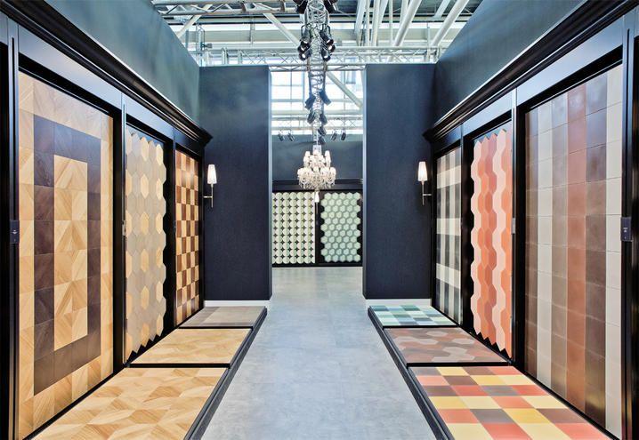 L'azienda leader nel campo dei rivestimenti in tessere di vetro porta a Cersaie parquet in rovere e piastrelle in cemento colorato