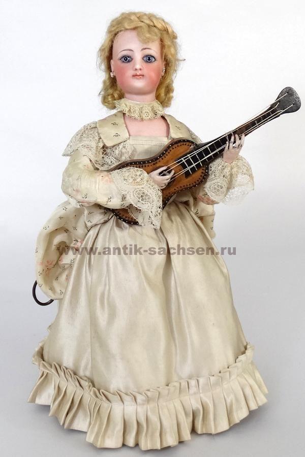 """Французский музыкальный автомат Виши """"Сидящая девушка с гитарой"""". Приблизительный год выпуска 1880. #antiquedoll #antiquedolls #doll #dolls #Vichy #антикварнаякукла #poupee #Gaultier #фарфороваякукла #кукла"""