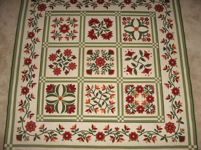 Beautiful Florabunda quilt by Karen Renninger.  Pattern by Erin Russek.