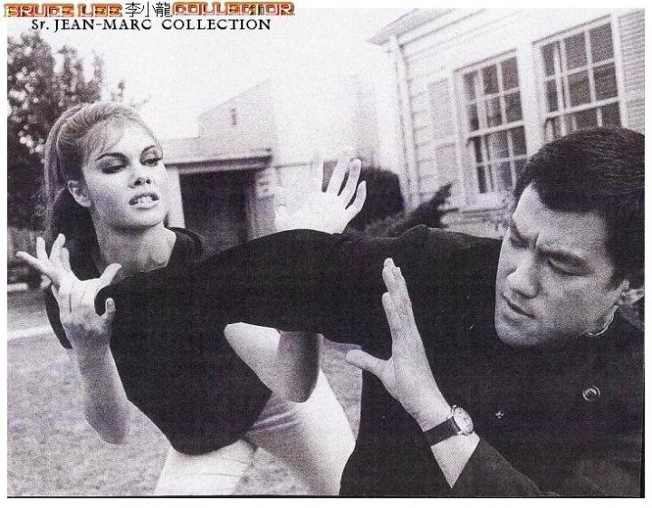 Bruce Lee letting one of the Actresses have the upper hand