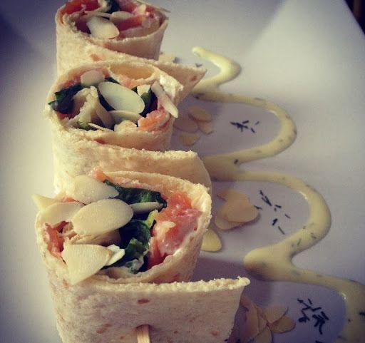 Wraps met zalm en honing-mosterd saus - http://www.volrecepten.nl/r/wraps-met-zalm-en-honing-mosterd-saus-2028234.html