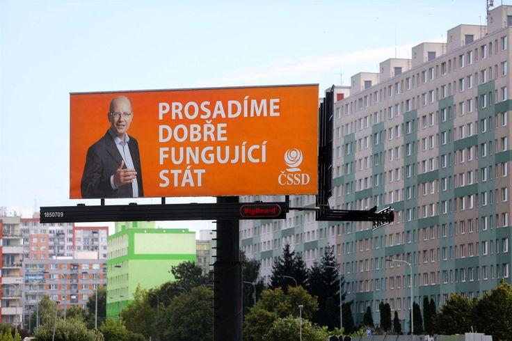 Předvolební billboard ČSSD na Litochlebském náměstí v Praze. (2. září 2013)