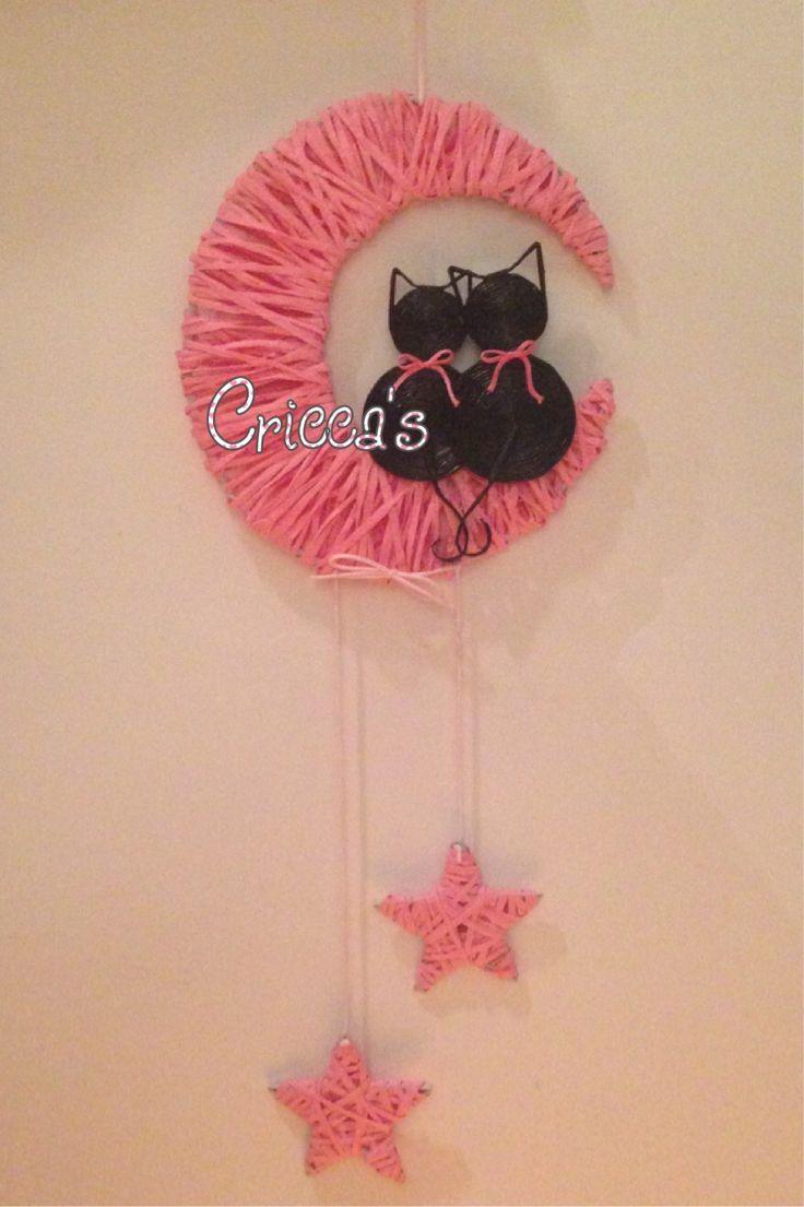 Cricca's:   Luna in raffia rosa con gattini di cannucce di carta