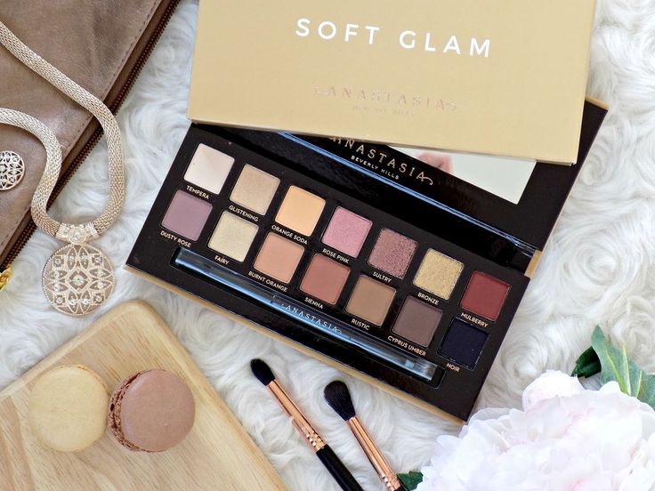 Anastasia Beverly Hills Soft Glam palette - first impressions, swatches and a comparison with the Modern Renaissance palette
